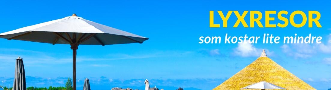 Exklusiva solsängar vid stranden i Grekland