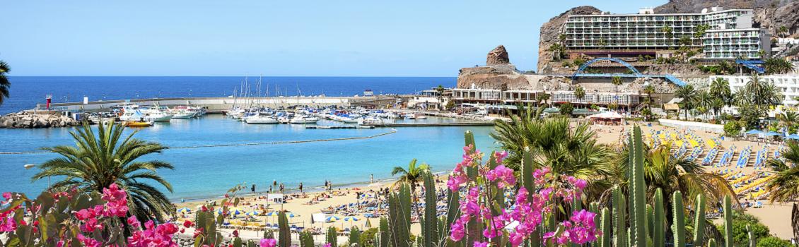 Utsikt över stranden i Amadores på Gran Canaria
