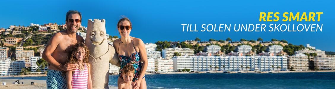 Familj på stranden i Mallorca