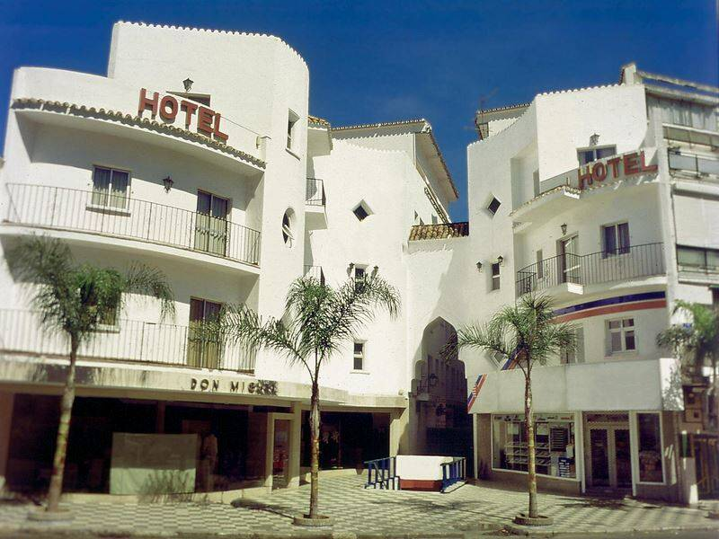Kristal torremolinos costa del sol on the beach for Hotel luxury costa del sol torremolinos