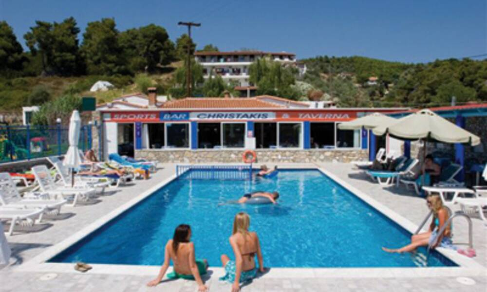 Christakis studios troulos skiathos on the beach for Best hotels in skiathos