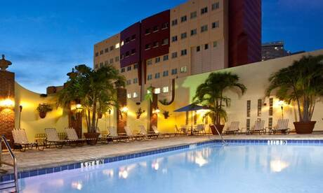 Holiday-inn-port-of-miami
