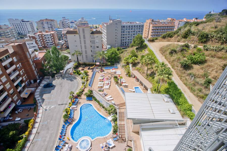 hotel oasis park splash calella costa brava on the beach. Black Bedroom Furniture Sets. Home Design Ideas
