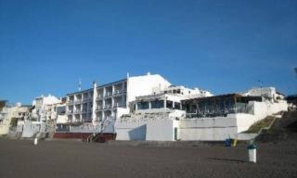 Barracuda aparthotel sao roque azores on the beach for Portugal appart hotel