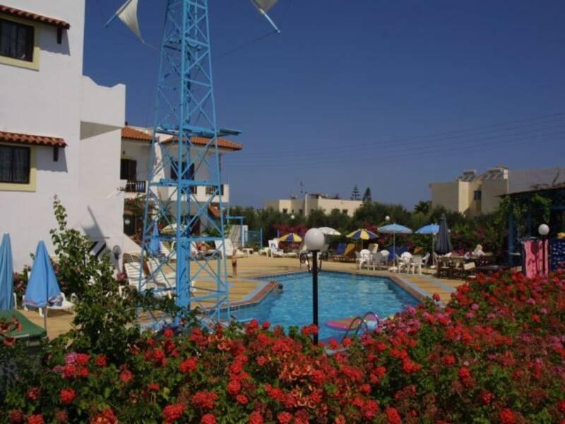 Paul marie studios and apartments analipsis crete on for Paul s garden studios