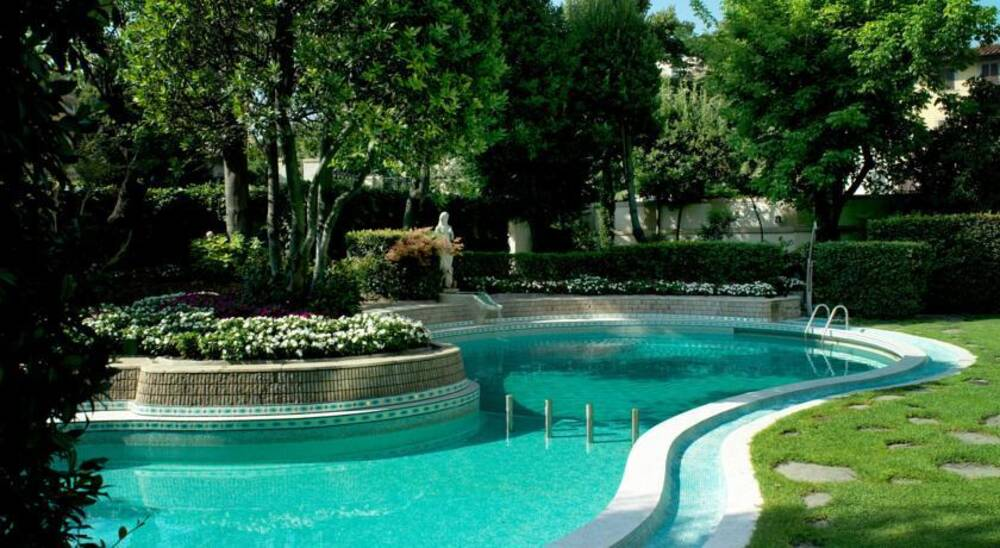 Villa medici florence tuscany on the beach for Casa classica villa medici