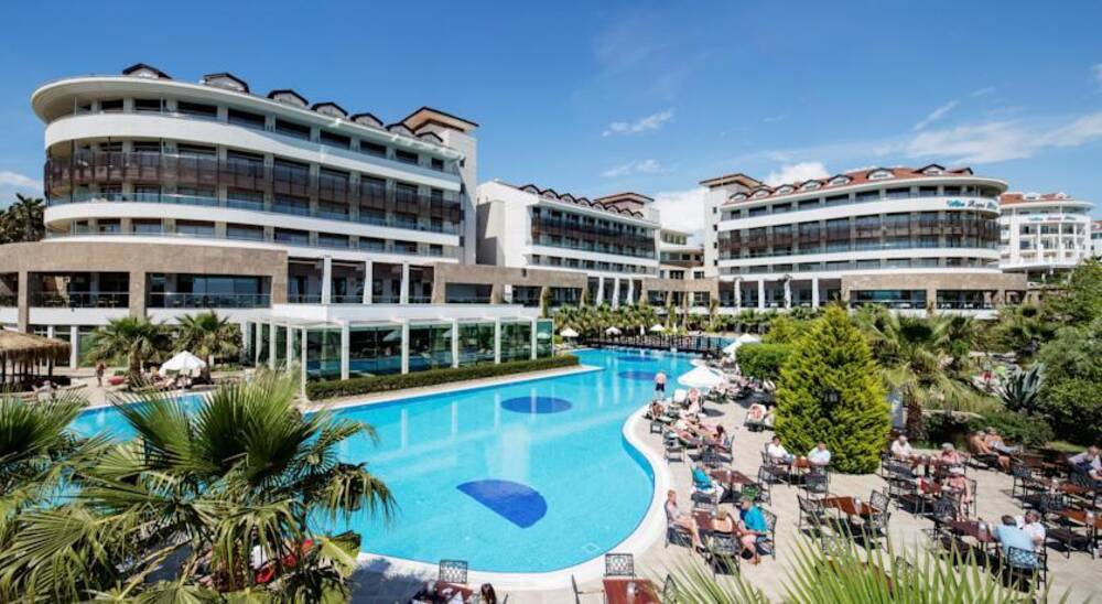 Alba Royal Hotel Side