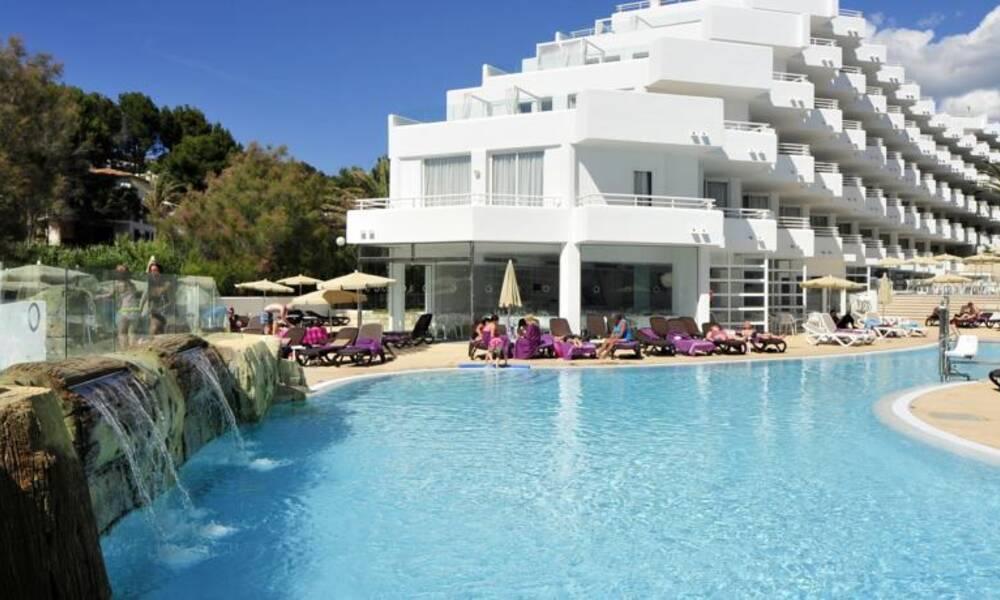 Fergus style cala blanca suites santa ponsa majorca for Aparthotel jardin de playa santa ponsa