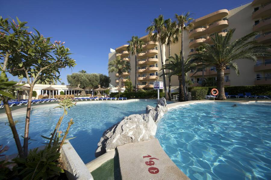 Alcudia Beach Apartments - Alcudia, Majorca | On the Beach
