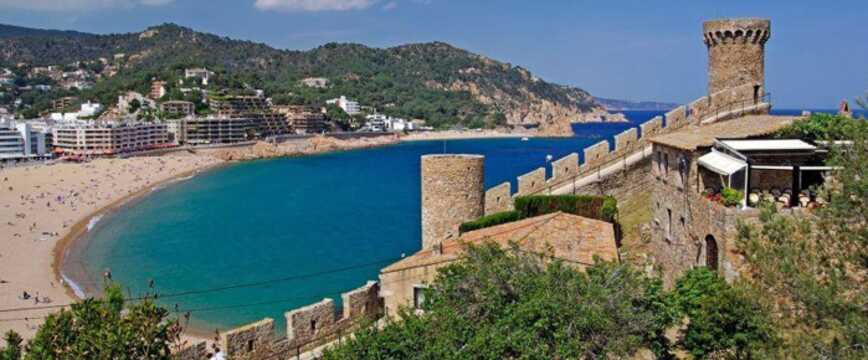 Cheap holidays to Tossa De Mar| On the Beach